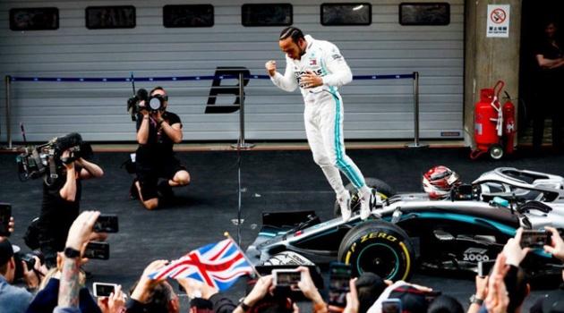 Hamilton thắng chặng đua F1 thứ 1000 ở Trung Quốc