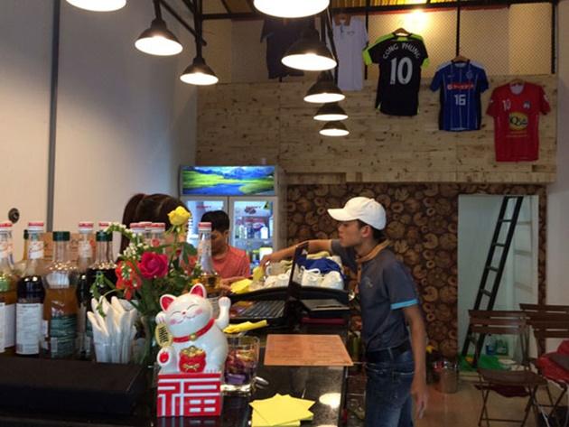 Công Phượng bày áo đấu, khai trương quán cà phê