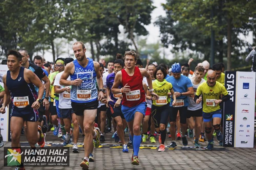 cao-ngoc-ha-vo-dich-10km-giai-chay-hanoi-half-marathon-20176