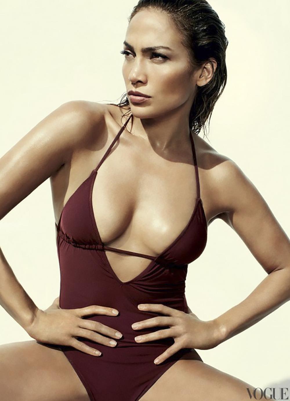 Jennifer Lopez - Bikini - Vogue-01-560x775