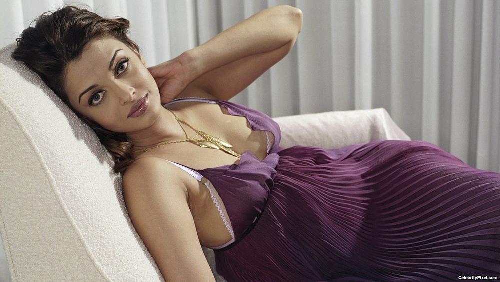 Aishwarya-Rai-in-night-bikini-hot-sexy-look-hd-wallpaper-45