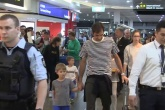 Video Federer 'không cảm xúc' trong ngày rời Melbourne