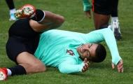 Ronaldo té lăn lộn trong buổi tập của Bồ Đào Nha