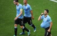Giải mã màn ăn mừng ẩn ý của Suarez trong ngày đi vào lịch sử bóng đá Uruguay
