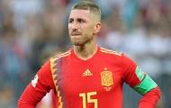Tây Ban Nha bị loại, fan cuồng cạo đầu Ramos để rửa hận