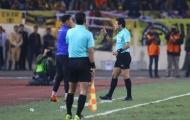 Có chuyện gì xảy ra với trọng tài trận Việt Nam v Malaysia vậy?