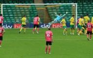 Wayne Rooney lập siêu phẩm đá phạt vào lưới Norwich