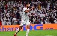 HLV nói gì khi 'sát thủ' UAE vượt mặt Messi?