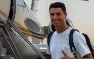 Ronaldo lần đầu xuất hiện ở M.U, được nhân vật đặc biệt chào đón