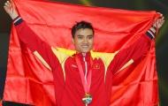 Kiếm thủ Vũ Thành An cầm cờ cho thể thao Việt Nam