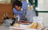 Nadal được tặng bánh sinh nhật 'độc'