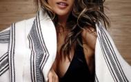 Alessandra Ambrosio 'nằm dài' trên tạp chí Ocean Drive