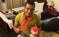 Tiền vệ U23 Việt Nam bắt taxi lên nhận HCĐ SEA Games
