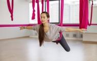 Yoga bay – tận hưởng cảm giác bay lượn trên không