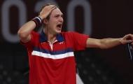 Axelsen bật khóc sau khi hạ Chen Long ở chung kết Olympic