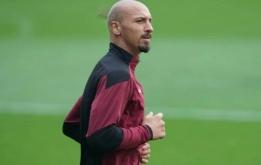 Thua thê thảm, Ibrahimovic cạo trọc đầu?