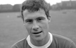Cầu thủ gần nhất chuyển từ Man Utd sang Liverpool qua đời ở tuổi 78
