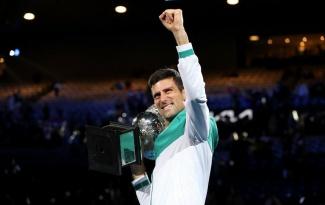 Djokovic vượt kỷ lục của Federer khi lần thứ 9 vô địch Australian Open