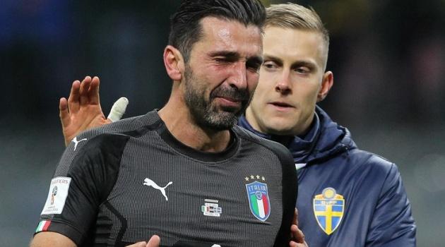 Hòa tuyệt vọng ở San Siro, Italia chia tay World Cup trong nước mắt