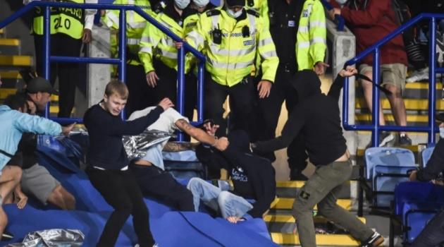 Bạo lực tại King Power, cảnh sát phải thiết lập vòng vây