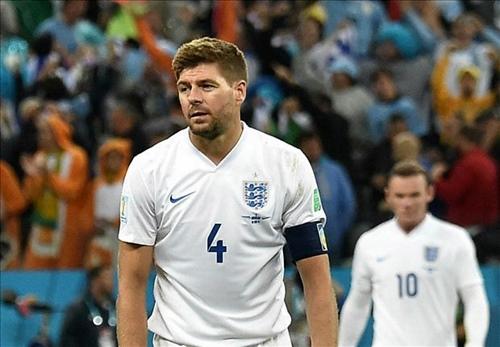 Khoảnh khắc World Cup: Khi Gerrard nhầm lẫn tuyển Anh là… Liverpool