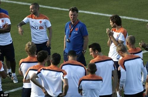 Chờ những tuyệt phẩm thay người tiếp theo của Van Gaal