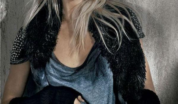 Swanepoel lạnh lùng cởi áo cùng Osmoze