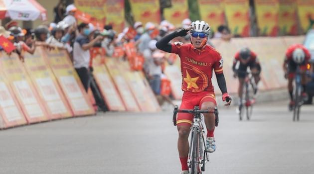 Chặng 13 giải xe đạp Cúp truyền hình TPHCM 2021: Các tay đua mặc áo lính lên tiếng