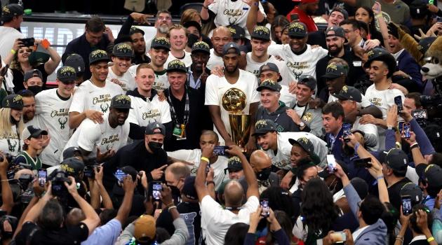 Chùm ảnh: Milwaukee Bucks ăn mừng ngôi vương NBA 2020/2021