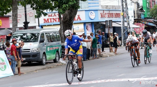 Chặng 6 giải xe đạp nữ quốc tế Bình Dương lần 9: Áo xanh Juthatip Maneephan không có đối thủ